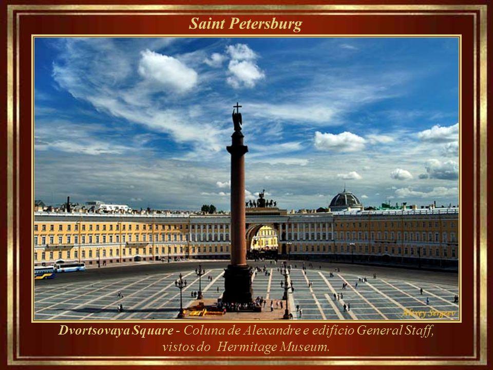 Saint Petersburg ___________________ Fundada pelo Czar Pedro o Grande em 27 de maio de 1703, foi capital do Império Russo por mais de duzentos anos. D