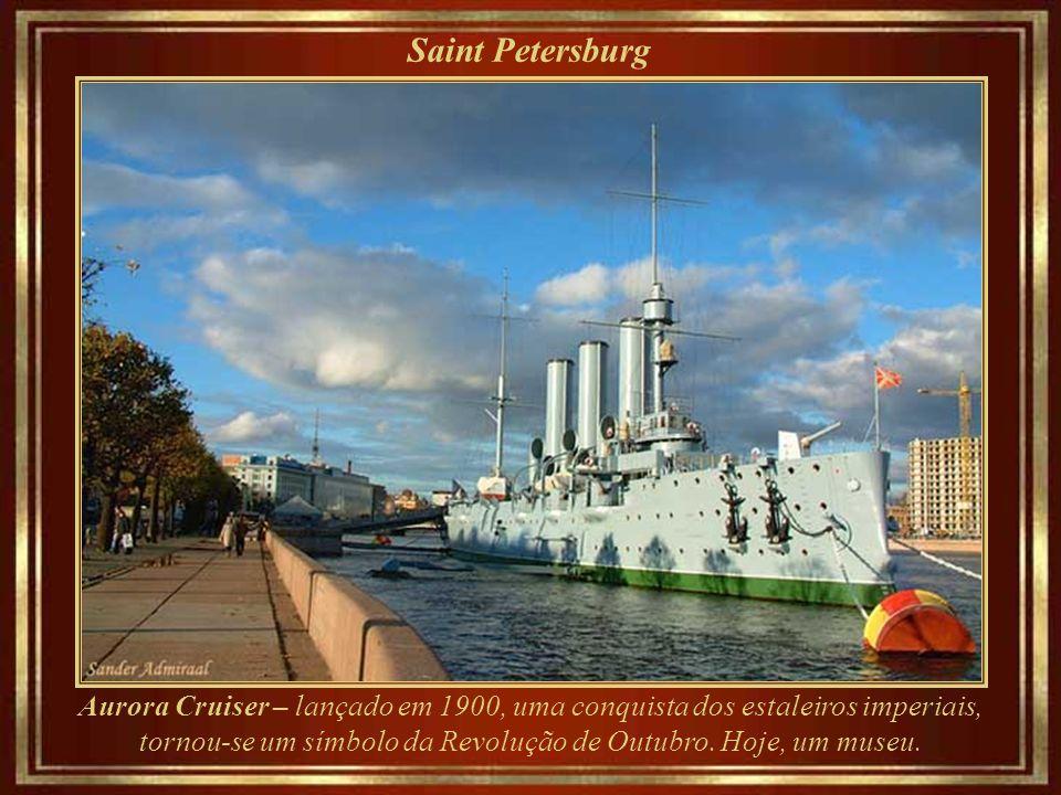 Saint Petersburg Czar Nicholas II e a família Romanov - 1911 Após a Revolução de 1917 Petrogrado (S.Petersburgo), capital do Império, perdeu seu títul
