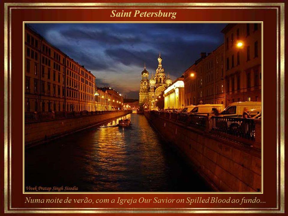 Saint Petersburg Aurora Cruiser – lançado em 1900, uma conquista dos estaleiros imperiais, tornou-se um símbolo da Revolução de Outubro.