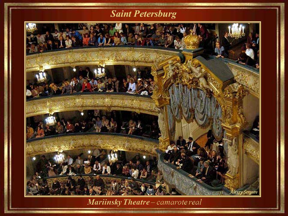 Saint Petersburg Mariinsky Theatre - Inaugurado em 1860, é teatro histórico de ópera e balé (Kirov State Academic Theatre of Opera and Ballet de 1935 até 1992)