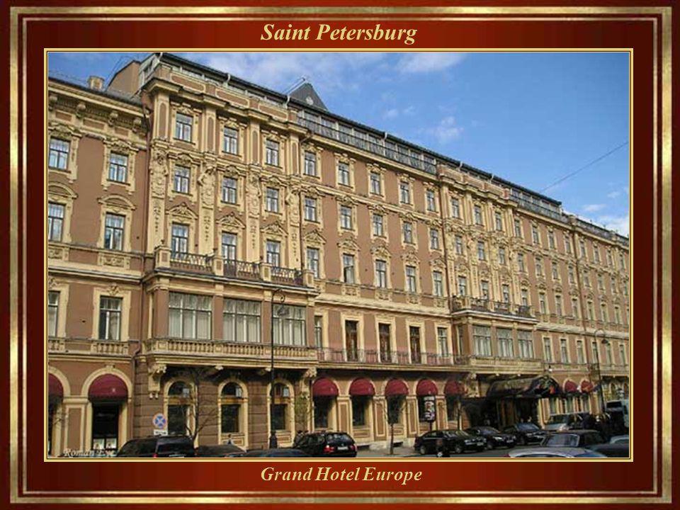 Saint Petersburg Nevsky Prospect - hoje a avenida vai do Admiralty até a Moscow Railway Station