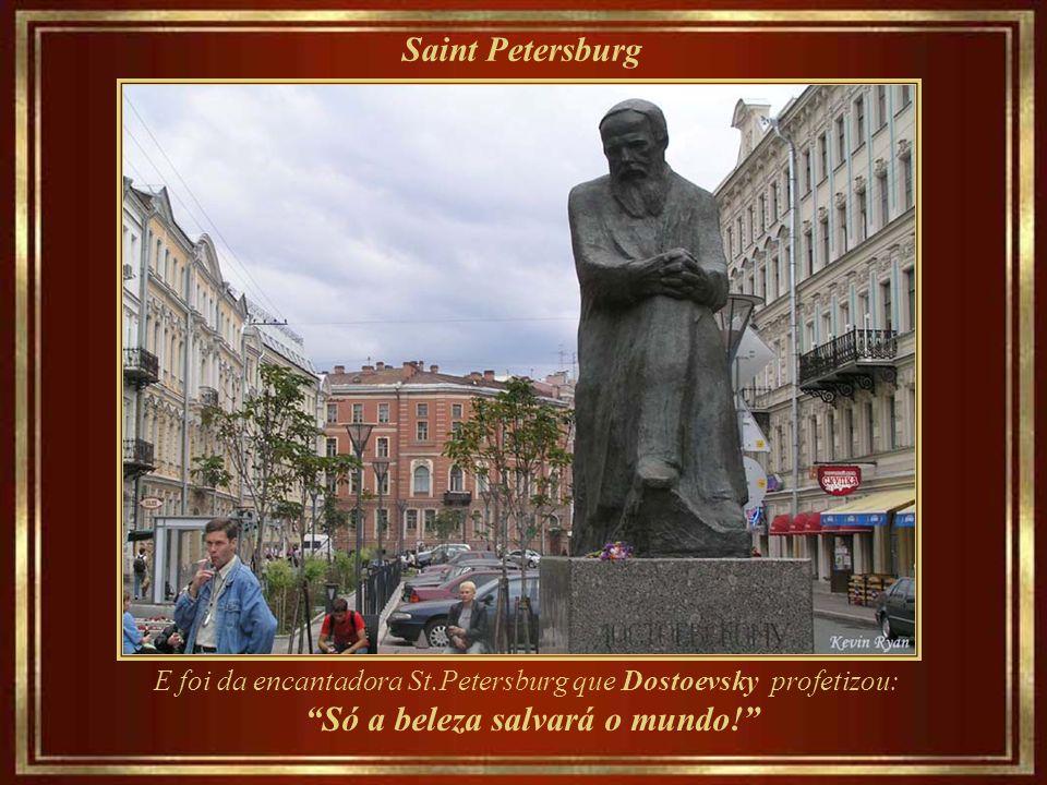 Saint Petersburg Dostoievsky Memorial Museum - onde ele escreveu Crime e Castigo