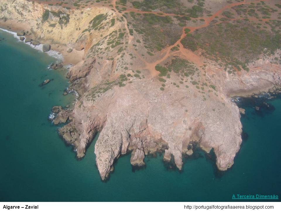 http://portugalfotografiaaerea.blogspot.comSesimbra – Praia da Ribeira do Cavalo A Terceira Dimensão