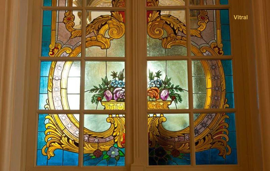 Detalhe da porta de entrada da platéia superior e camarotes