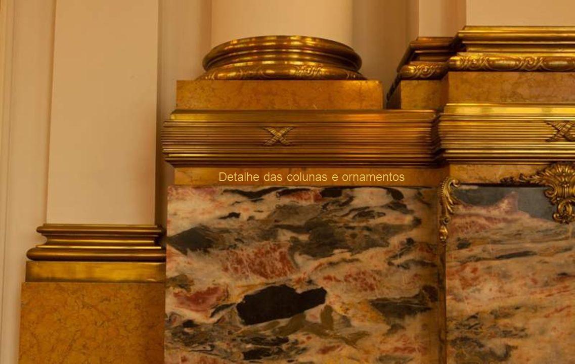 Detalhe de coluna do salão social