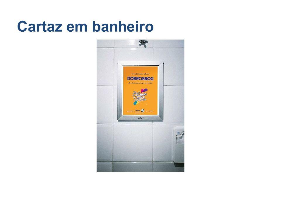 Cartaz em banheiro