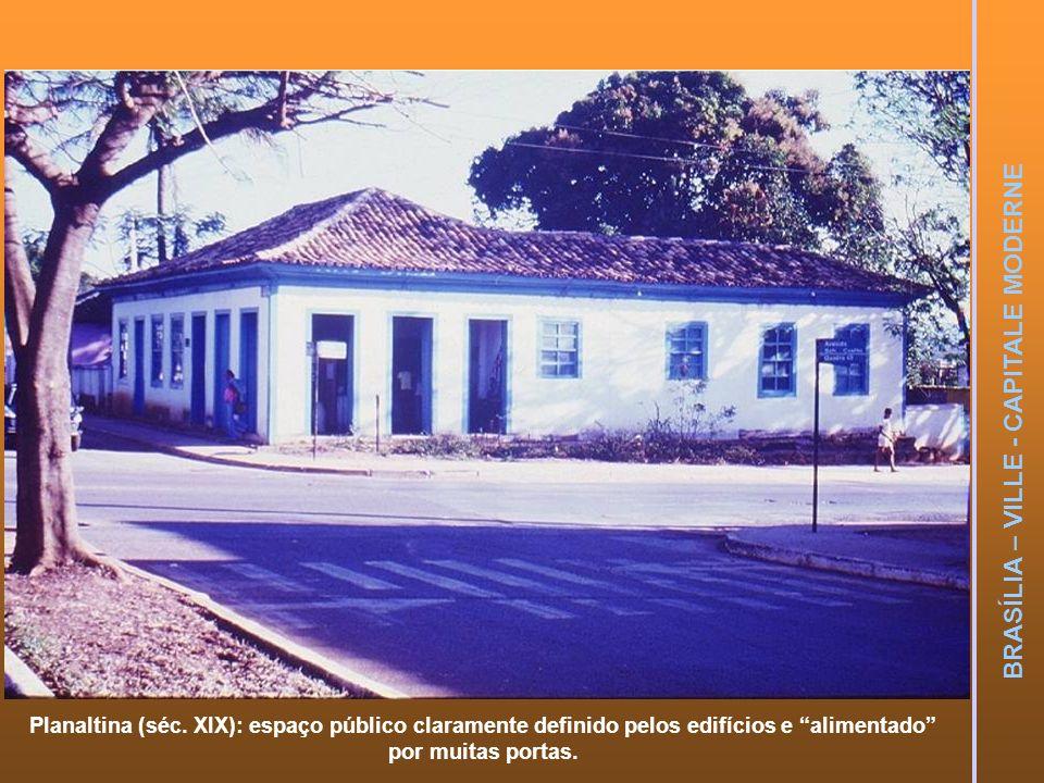 Planaltina (séc. XIX): espaço público claramente definido pelos edifícios e alimentado por muitas portas.