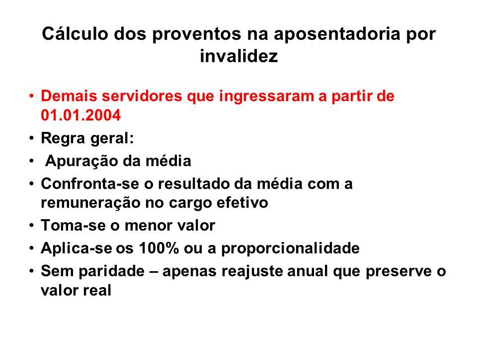 Cálculo dos proventos na aposentadoria por invalidez Demais servidores que ingressaram a partir de 01.01.2004 Regra geral: Apuração da média Confronta