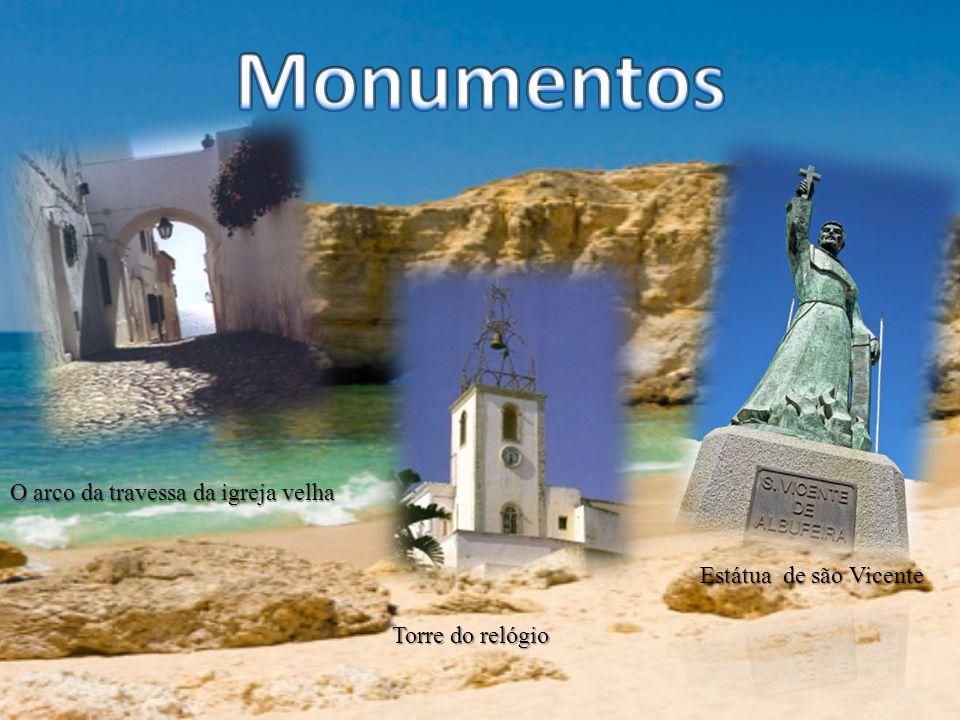 O arco da travessa da igreja velha Torre do relógio Torre do relógio Estátua de são Vicente