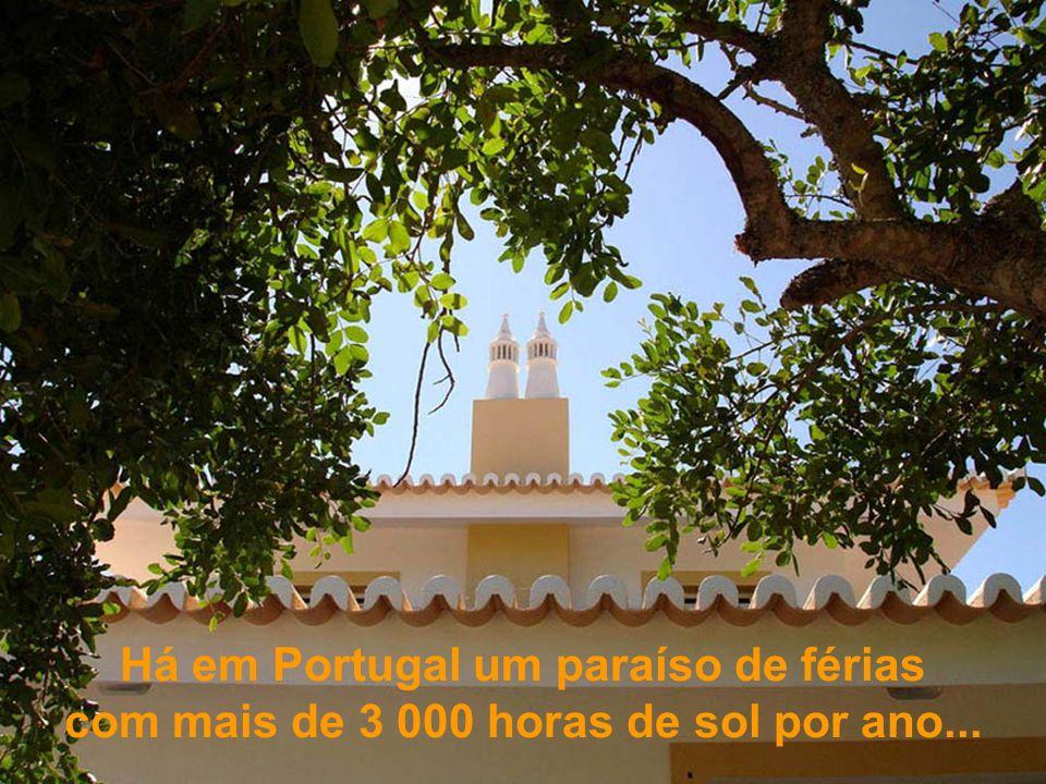 Há em Portugal um paraíso de férias com mais de 3 000 horas de sol por ano...
