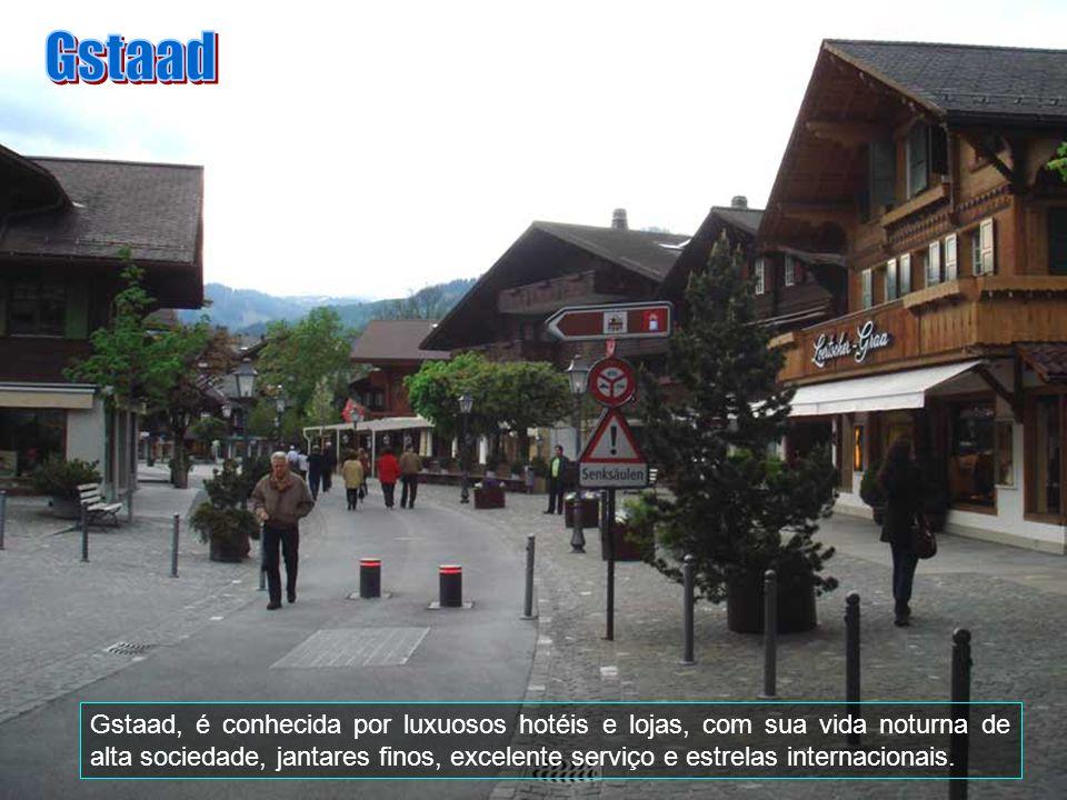 Gstaad (pronunciado STAHD), tem uma população pequena com aproximadamente 2.500 pessoas. É uma vila localizada (46º.28N, 7º.17E) está a 1050 metros ac