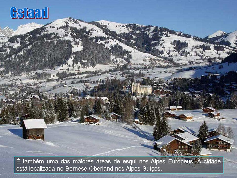 Gstaad, que é parte do município de Saanen, é conhecido como um dos mais lindos Resorts de esqui do mundo e foi também a localização do Instituto Lê R