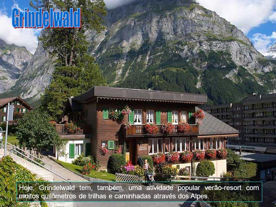 Grindelwald pode ser alcançado através de comboio (Berner Oberland Bahn) de Interlaken.