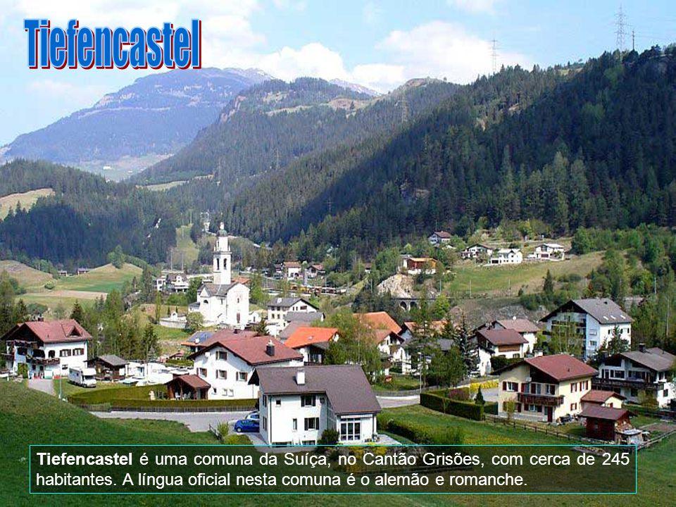 A antiga vila suíça, localizada no vale, aos pés do Mont Cervin, é cercada por espetaculares montanhas e possui todo o charme de um típico vilarejo su