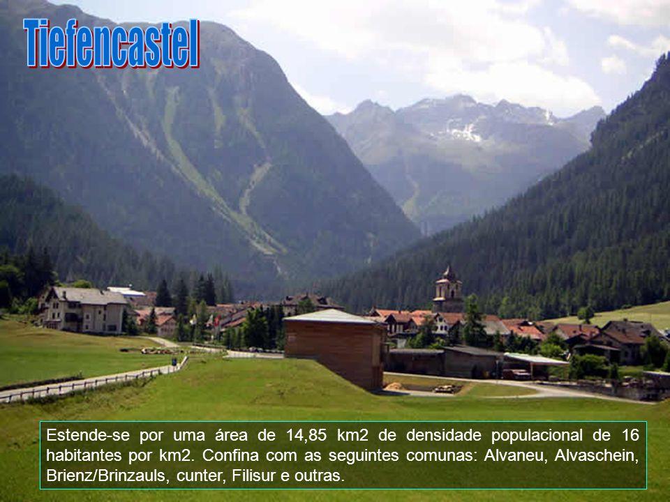 Tiefencastel é uma comuna da Suíça, no Cantão Grisões, com cerca de 245 habitantes. A língua oficial nesta comuna é o alemão e romanche.