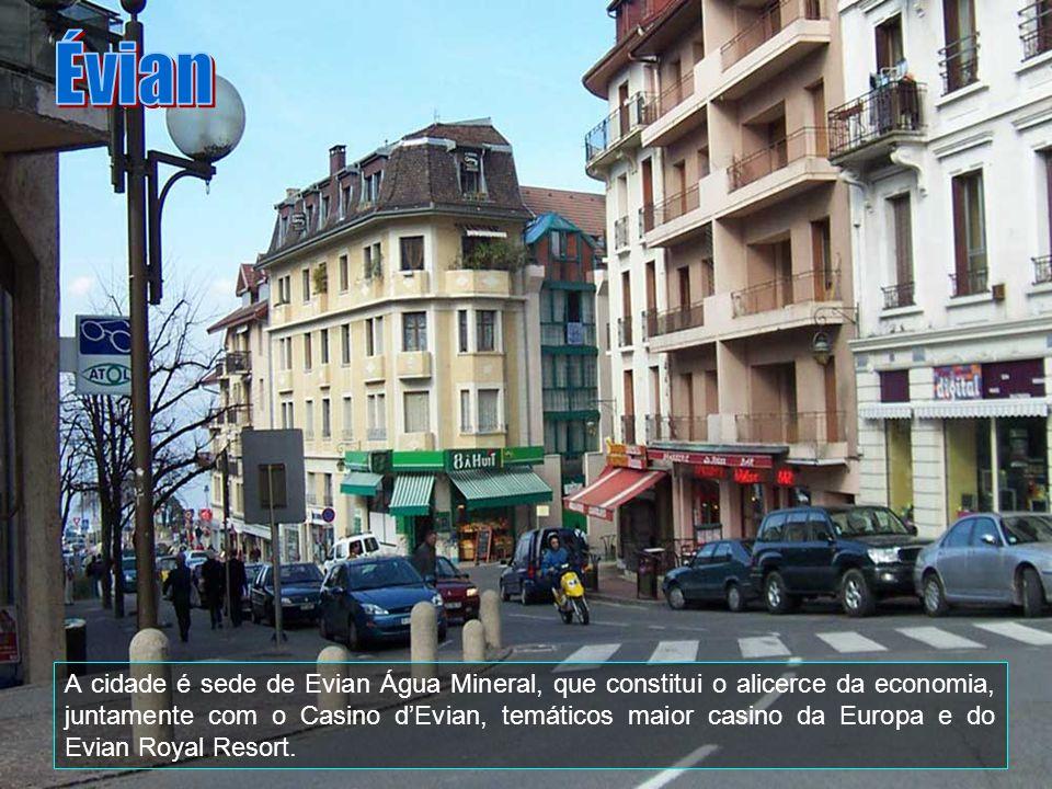 Évian é uma comuna da França, na parte norte da Haute-Savoie département, às margens do Lago de Genebra, em frente Lausanne, na Suiça. Tem uma populaç