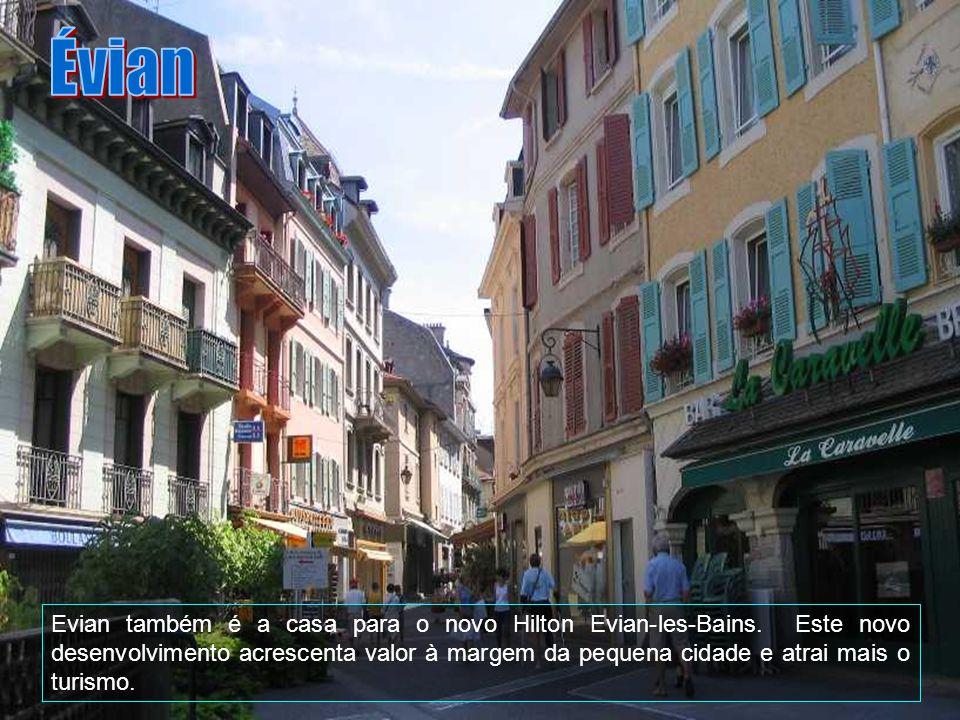 A cidade é sede de Evian Água Mineral, que constitui o alicerce da economia, juntamente com o Casino dEvian, temáticos maior casino da Europa e do Evi