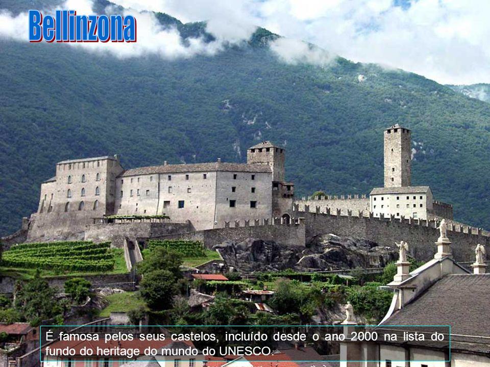 Bellinzona é uma comuna da Suíça, no Cantão Tessino, com cerca de 17.286 habitantes. Estende-se por uma área de 19,84 km2. Confina com as seguintes co