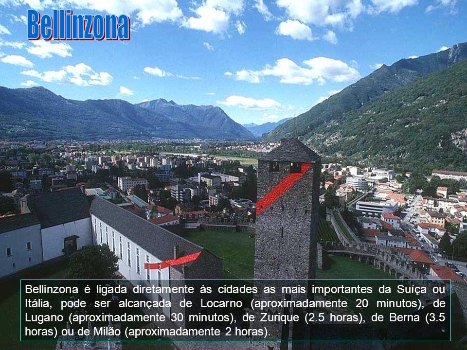 É famosa pelos seus castelos, incluído desde o ano 2000 na lista do fundo do heritage do mundo do UNESCO.