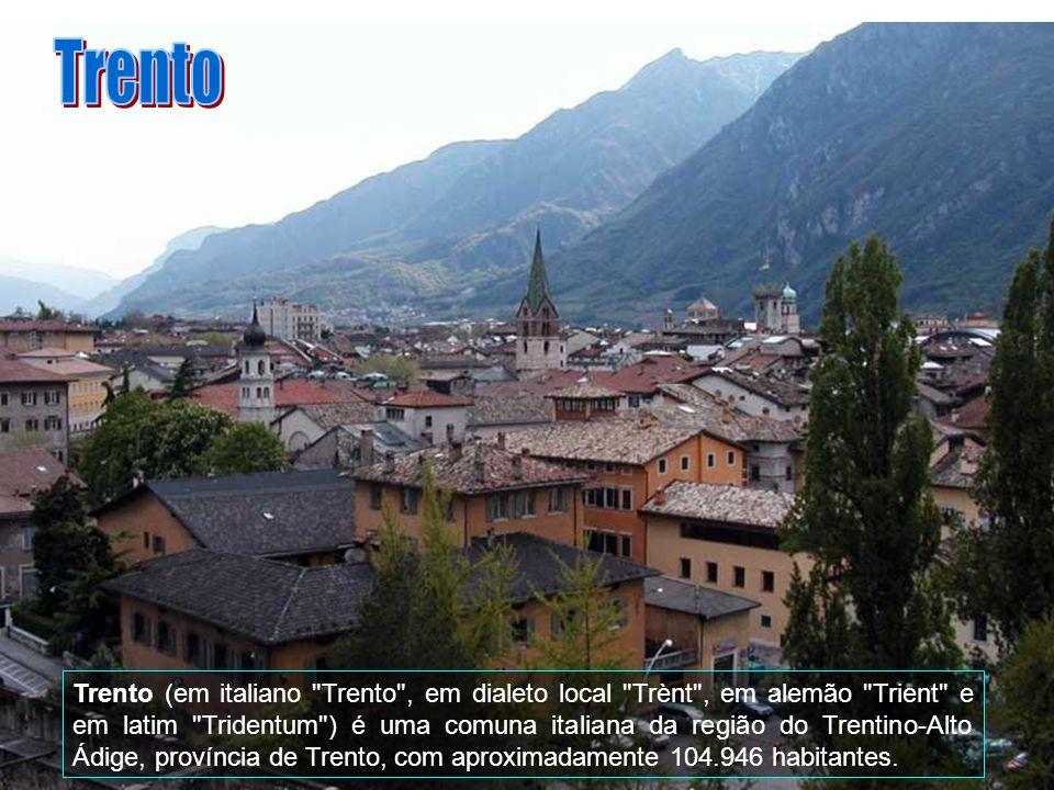 Bellinzona é ligada diretamente às cidades as mais importantes da Suíça ou Itália, pode ser alcançada de Locarno (aproximadamente 20 minutos), de Luga