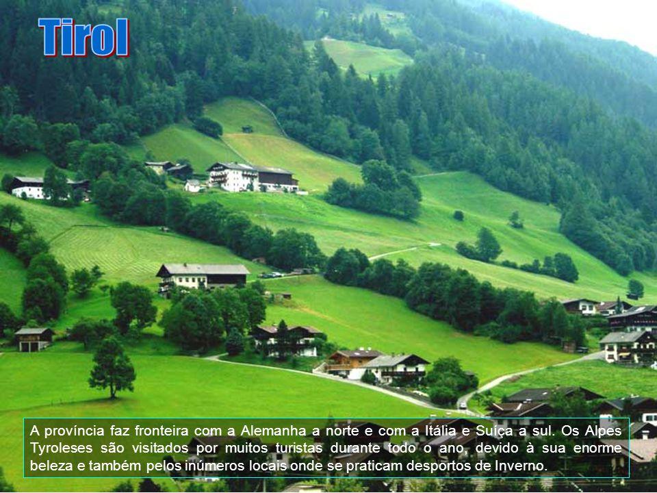 Reutte é uma cidade média do Tirol já bem perto de Füssen na Baviera. É o centro da região alpina de Lechtal.