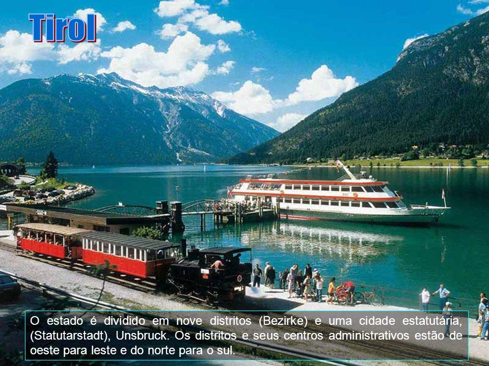 A província faz fronteira com a Alemanha a norte e com a Itália e Suíça a sul. Os Alpes Tyroleses são visitados por muitos turistas durante todo o ano