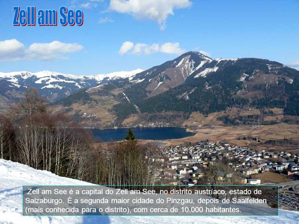 A estrada para se chegar aqui em Glossglocker no Alto Alpine é estreira, com pouca visibilidade na época do inverno, onde se requer velocidade mínima,
