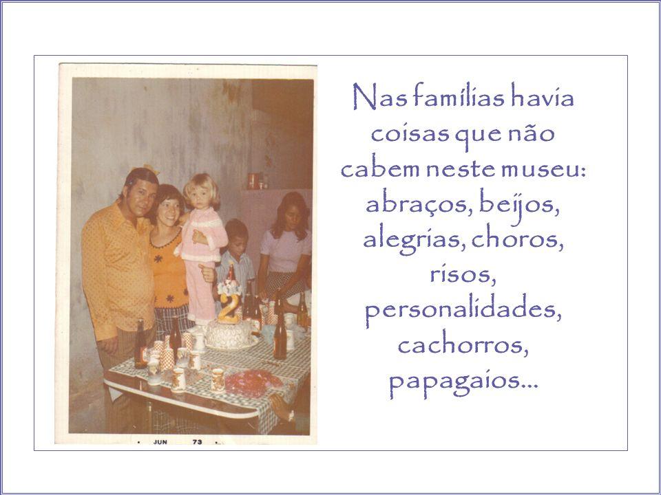 Os brinquedos espalhados pela casa... Os risos, os choros.. Fartura de vida. Casa cheia não só de gente, mas de amor e contentamento.