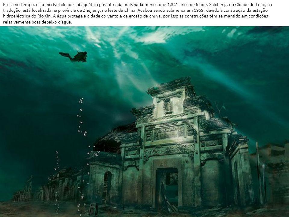 Presa no tempo, esta incrível cidade subaquática possui nada mais nada menos que 1.341 anos de idade.