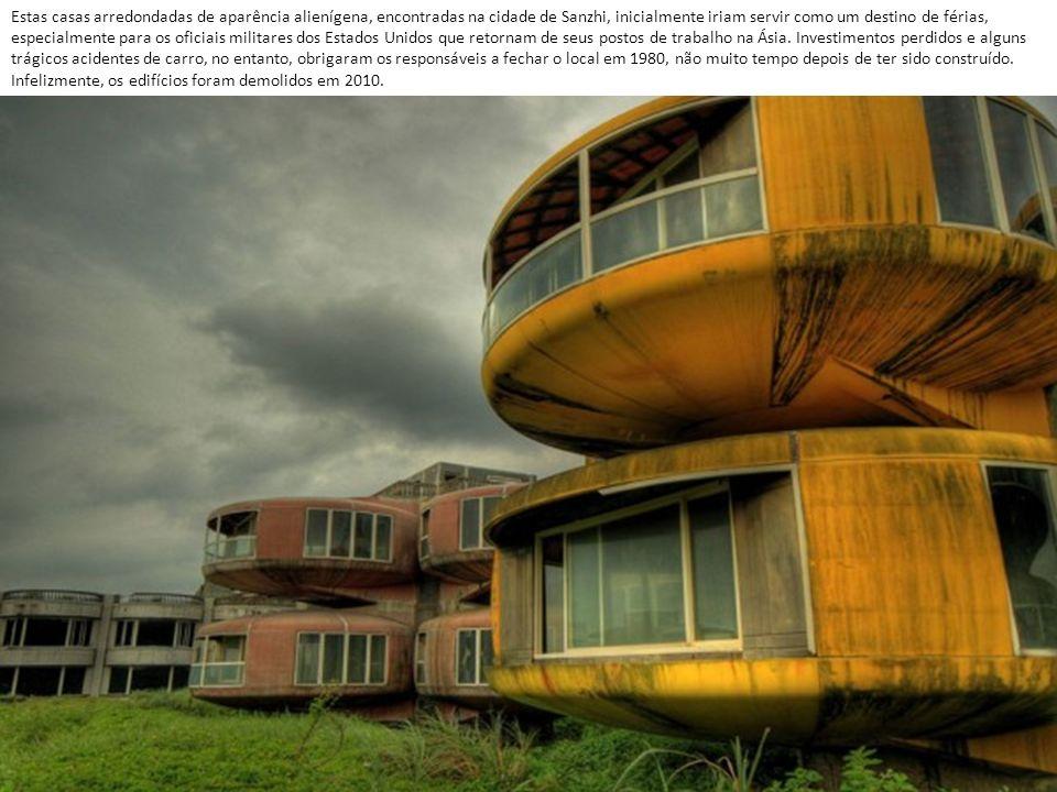 Estas casas arredondadas de aparência alienígena, encontradas na cidade de Sanzhi, inicialmente iriam servir como um destino de férias, especialmente para os oficiais militares dos Estados Unidos que retornam de seus postos de trabalho na Ásia.