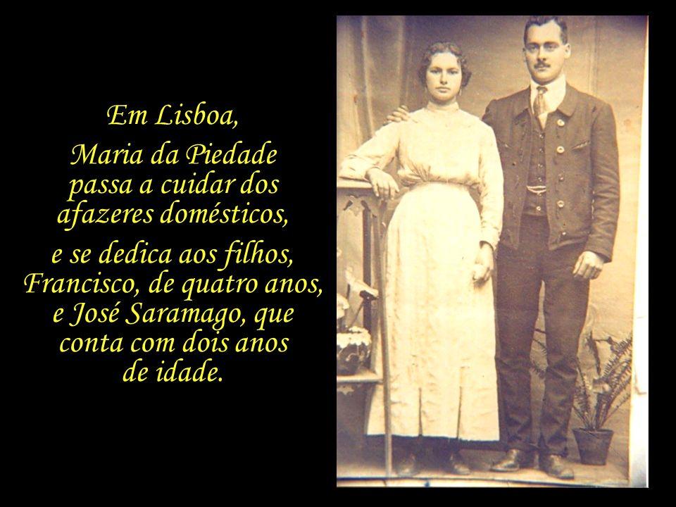 Na primavera de 1924, os pais de Saramago, Maria da Piedade e José de Sousa, abandonam o seio do campo e se mudam para Lisboa, onde ele conseguiu um n