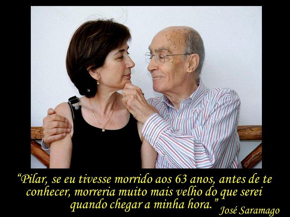 Estão sempre juntos – em Lisboa e Lanzarote ou pelo mundo – e de mãos dadas. Um amor e uma admiração singulares – a aura envolvente que raros casais e
