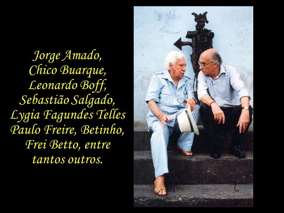 Por diversas vezes, Saramago e Pilar visitam o Brasil, onde cultivam muitas amizades.
