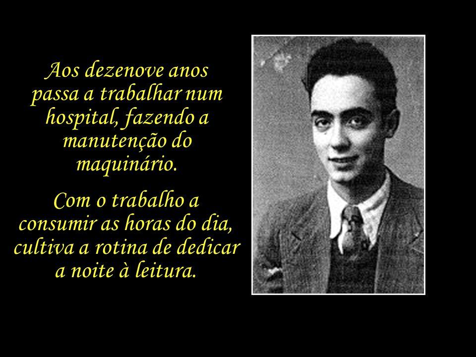 Por falta de recursos, Saramago não chega a concluir o secundário, trocando os estudos acadêmicos pelo curso de serralharia mecânica numa escola técni