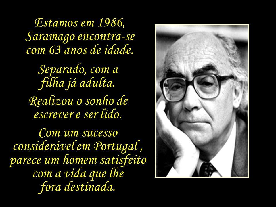 Aos sessenta e poucos anos de idade Saramago dá início a uma tardia e improvável carreira literária. Os livros que se seguem nos anos seguintes são ig