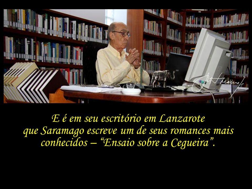 Em reação a tal veto, que considera censório, Saramago se muda de Portugal, passando a fixar residência na ilha de Lanzarote, Ilhas Canárias.