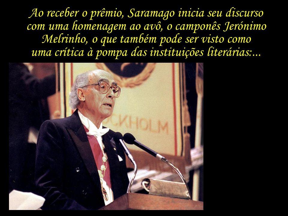 Saramago, aos 76 anos de idade, recebe o Prêmio Nobel das mãos do rei da Suécia. Estocolmo, 1998