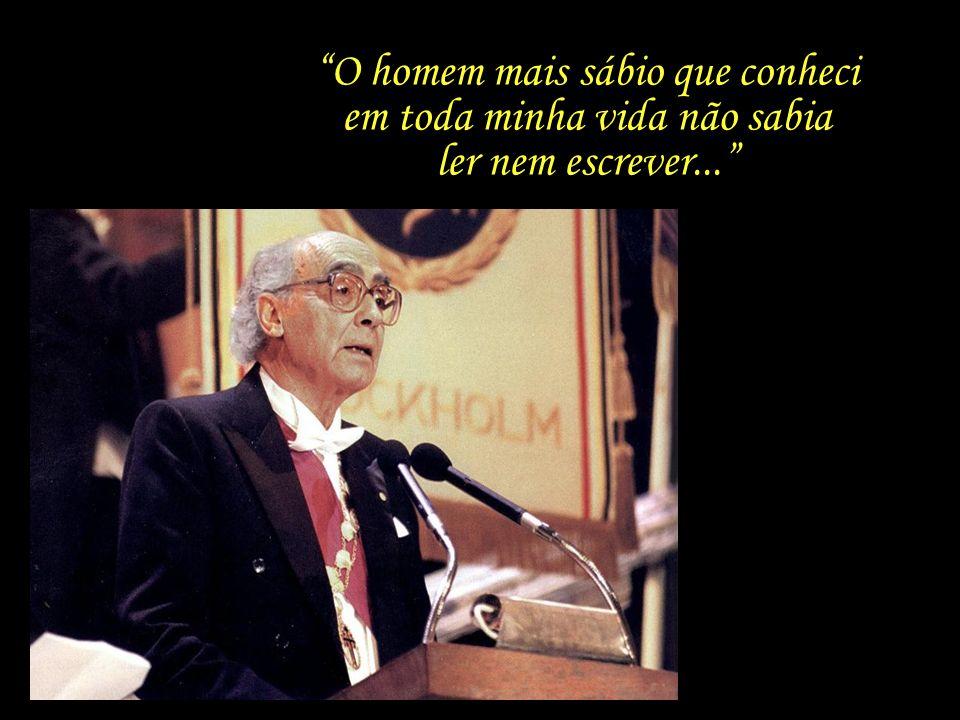 Ao receber o prêmio, Saramago inicia seu discurso com uma homenagem ao avô, o camponês Jerónimo Melrinho, o que também pode ser visto como uma crítica