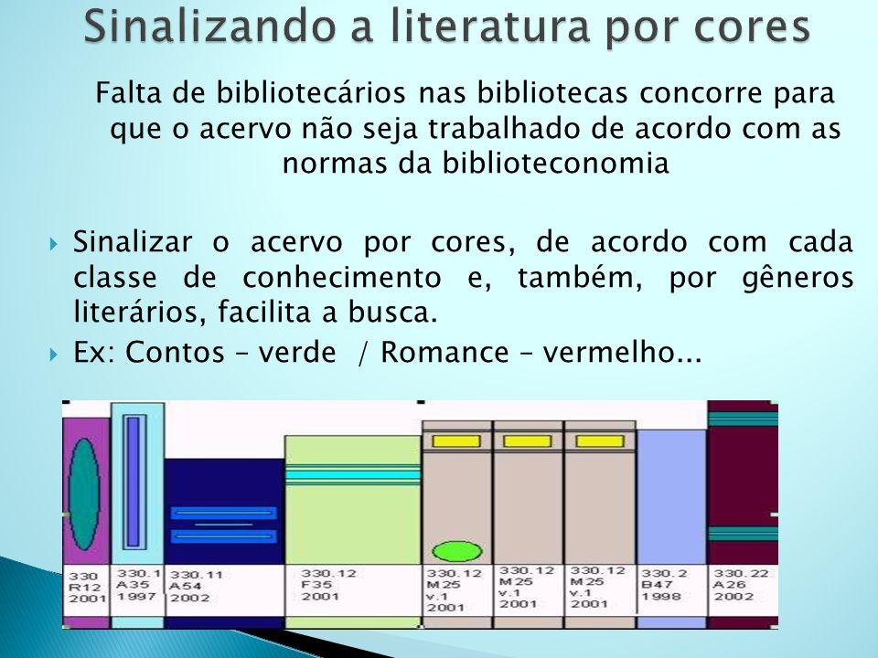 Falta de bibliotecários nas bibliotecas concorre para que o acervo não seja trabalhado de acordo com as normas da biblioteconomia Sinalizar o acervo por cores, de acordo com cada classe de conhecimento e, também, por gêneros literários, facilita a busca.