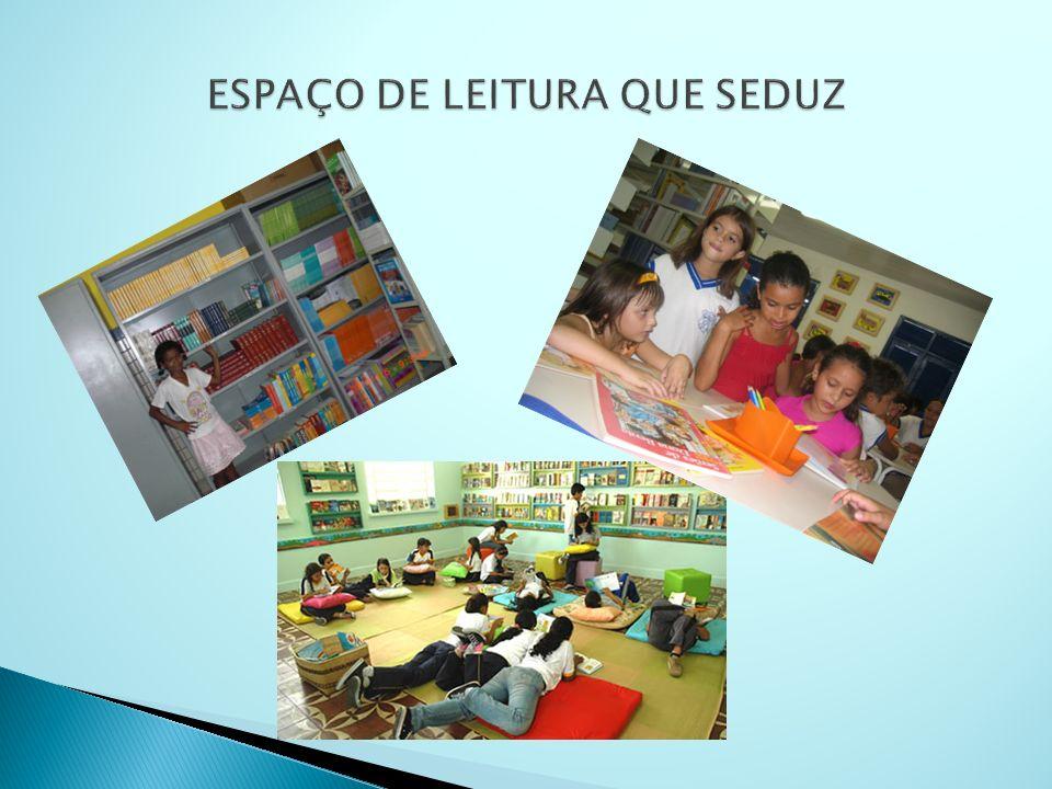 A organização torna o espaço mais agradável para o convívio com os livros e demais suportes de leitura e diversidades linguísticas.