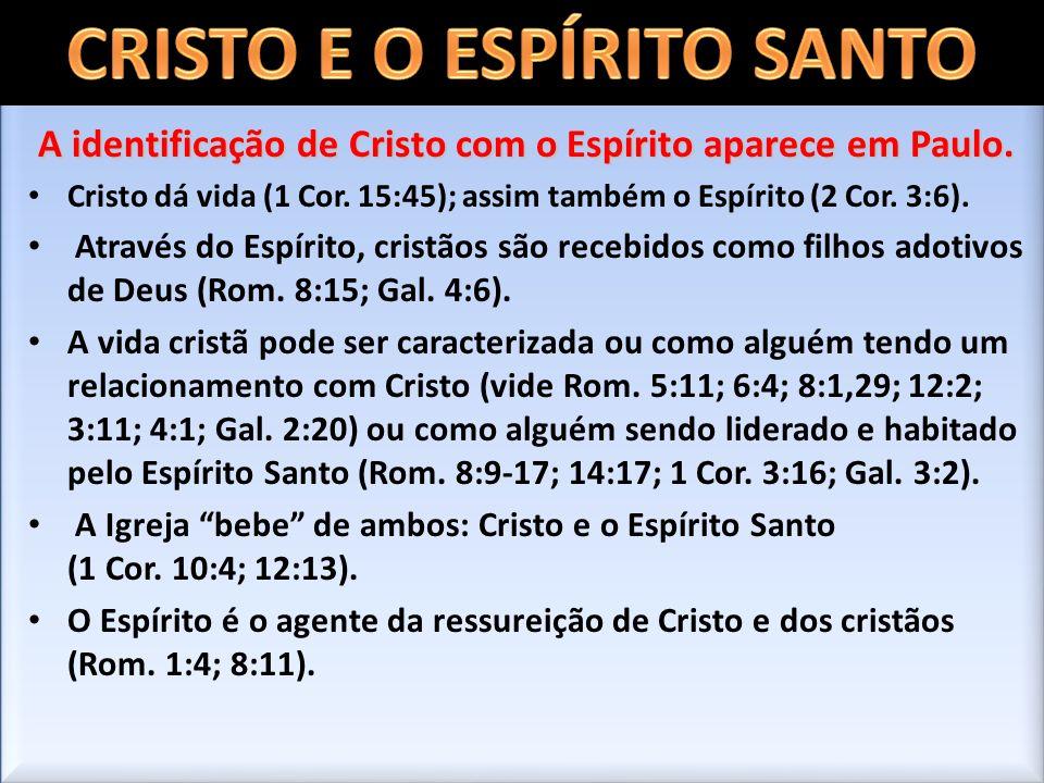 A identificação de Cristo com o Espírito aparece em Paulo. Cristo dá vida (1 Cor. 15:45); assim também o Espírito (2 Cor. 3:6). Através do Espírito, c