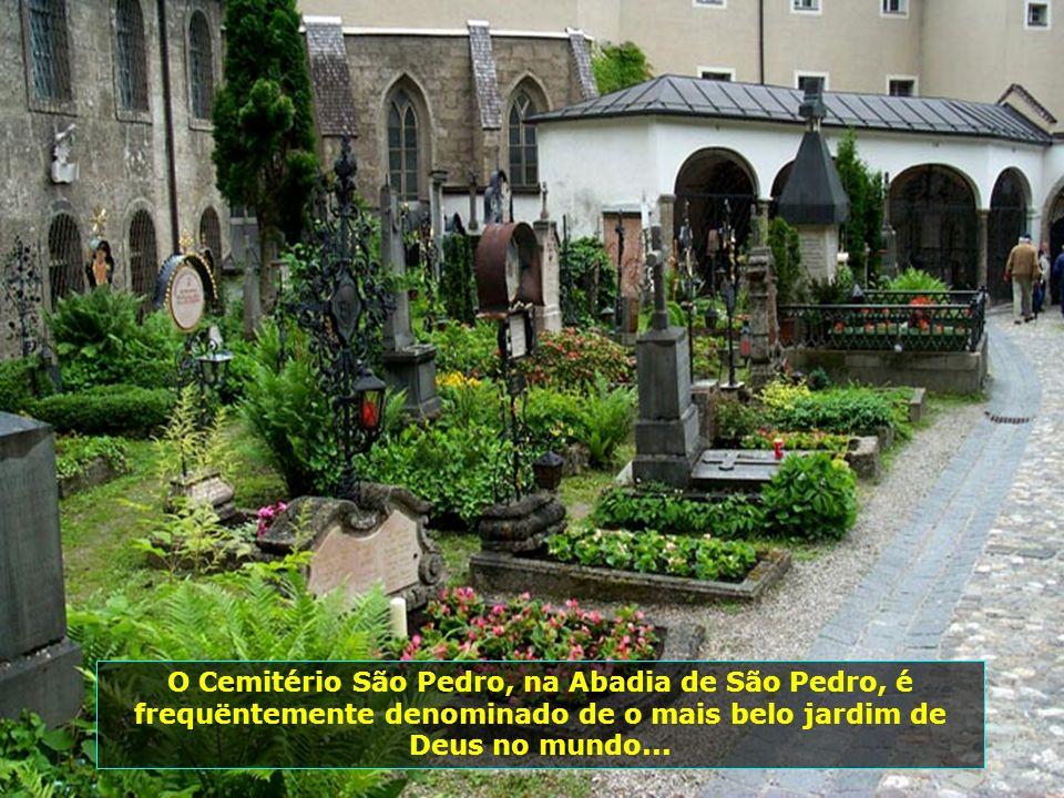 O Mosteiro da Abadia de São Pedro, é o mais antigo existente da ordem dos beneditinos, em toda região de língua alemã...