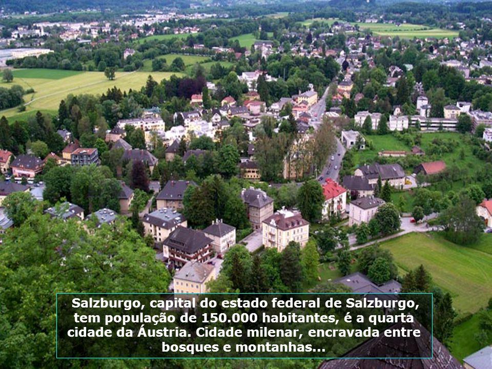 Salzburgo é uma cidade calma, bonita, apelidada deA Roma Germânica, pois a cidade é pura música, onde se realizam 4.000 concertos por ano...