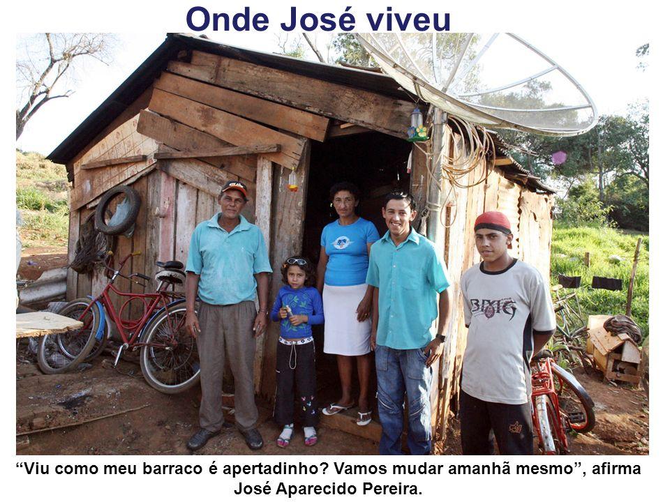 Onde José viveu Viu como meu barraco é apertadinho? Vamos mudar amanhã mesmo, afirma José Aparecido Pereira.