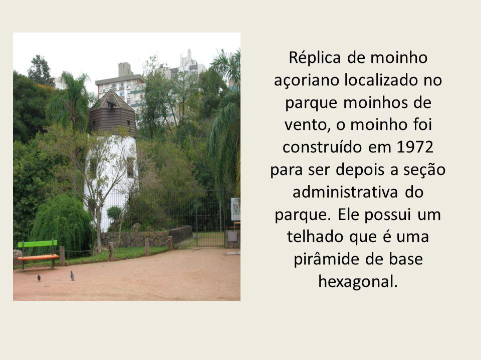 Réplica de moinho açoriano localizado no parque moinhos de vento, o moinho foi construído em 1972 para ser depois a seção administrativa do parque.