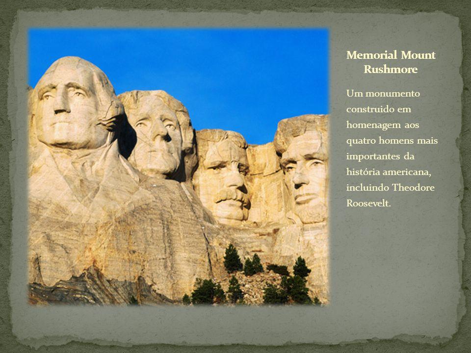 Um monumento construido em homenagem aos quatro homens mais importantes da história americana, incluindo Theodore Roosevelt.