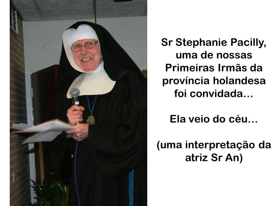 Sr Stephanie Pacilly, uma de nossas Primeiras Irmãs da província holandesa foi convidada… Ela veio do céu… (uma interpretação da atriz Sr An)