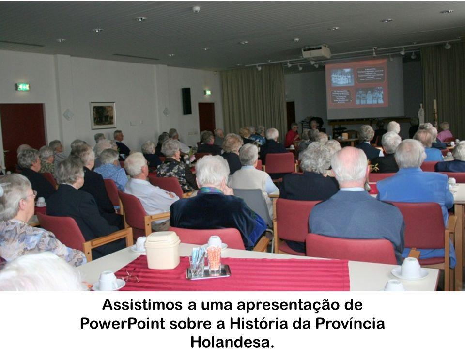 Assistimos a uma apresentação de PowerPoint sobre a História da Província Holandesa.