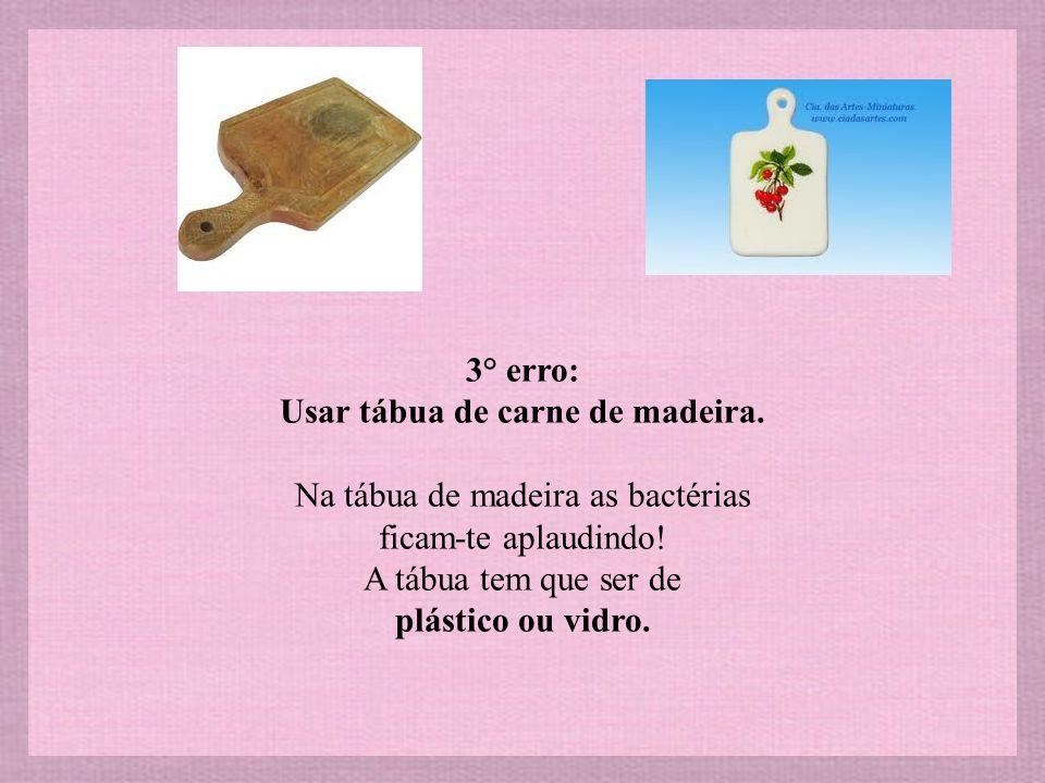 2° erro: Colocar detergente directo na esponja, o que leva ao exagero.