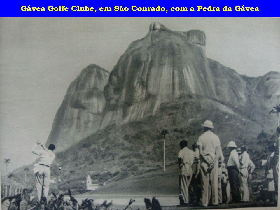 Gávea Golfe Clube, em São Conrado, com a Pedra da Gávea